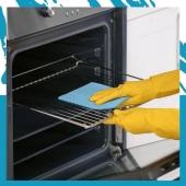 Jak często myć piekarnik? ✨Czym go wyczyścić? ➡️O czystość piekarnika trzeba dbać regularnie. Najlepiej jest myć go po każdym użyciu, ponieważ dzięki temu tłuszcz nie osadzi się na ruszcie, dnie i ściankach, a tym samym nie będzie się przypalał podczas kolejnego pieczenia.  ➡️Do sprzątania urządzenia warto włożyć gumowe rękawiczki, przygotować gąbkę i specjalistyczny preparat do czyszczenia piekarników. ✨✨Thomil Degrass D-50 to silny odtłuszczacz dedykowany do doczyszczenia przypalonych powierzchni i mocno zasiedziałego tłuszczu. Dzięki zawartości składników penetrujących środek zapewnia szybkie i efektywne czyszczenie!   📌Zależy Ci na szybkim i skutecznym wyczyszczeniu piekarnika? Sprawdź ✔️profesjonalne środki do czyszczenia i pielęgnacji piekarników na www.higiena24.com! Link w BIO!  #higiena #higiena24 #piekarnik #lifehacking #wnętrza #porady #gastronomia #restauracjawarszawa #restauracjakraków #architektporządku #porządkowanie  #kuchniamarzeń #kuchnia #restauracja #gastrobar #czystość #porzadkowanieprzestrzeni #zarządzanie #motywacjadodziałania #restauracjapoznan #mieszkajpięknie #sprzątanie #chemiagospodarcza #kobietaniezalezna #profesjonalnaskuteczność #sprzatanie #czystydom #kuchniainspiracje